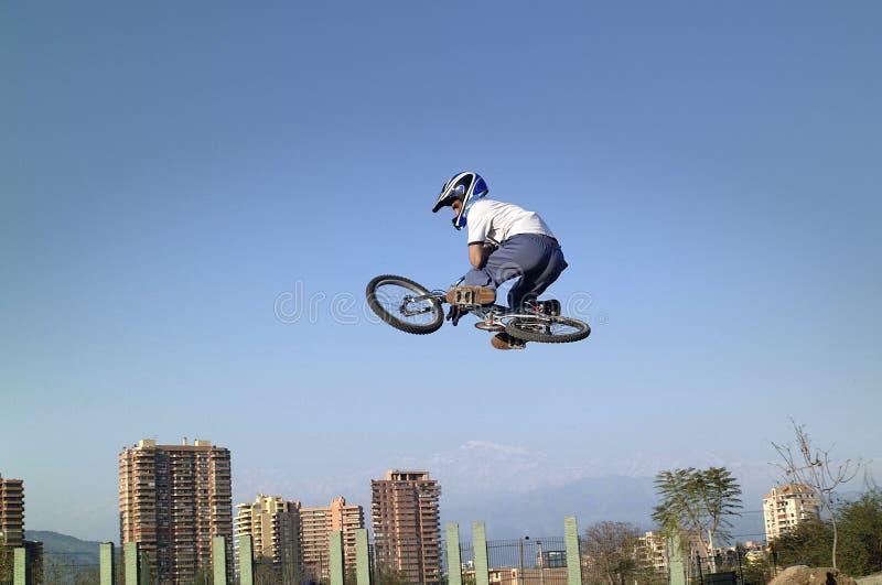 akrobatcykelbmx royaltyfria bilder