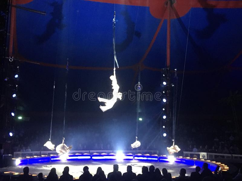 Akrobatik lizenzfreies stockfoto