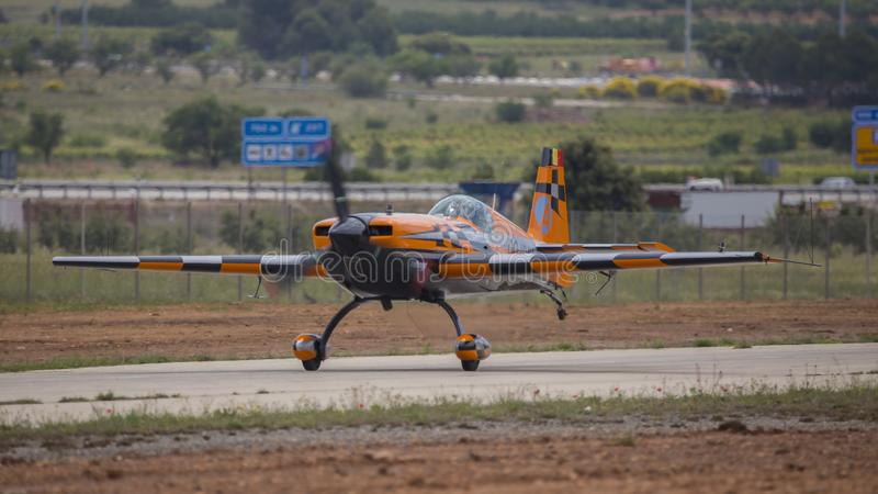 Akrobatisk Spanien mästerskap 2018, Requena Valencia, Spanien junio 2018, pilot Àlex Balcells, SC för flygplanextrahjälp 3 royaltyfria foton