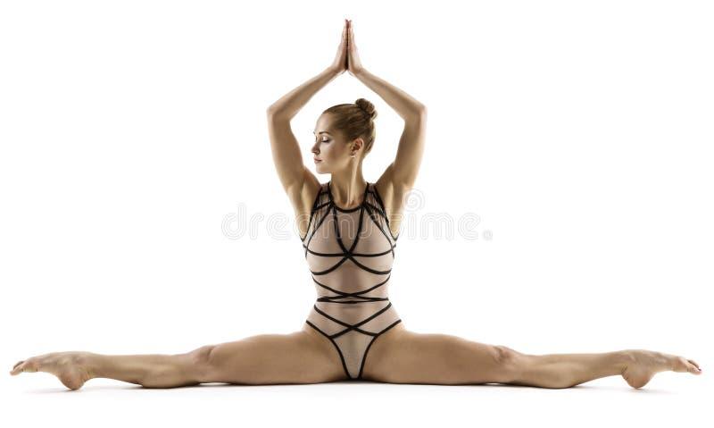 Akrobatkvinna som gör splittring, gymnast som sträcker ben, gymnastik royaltyfri foto