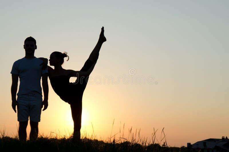 akrobatyczna para fotografia stock