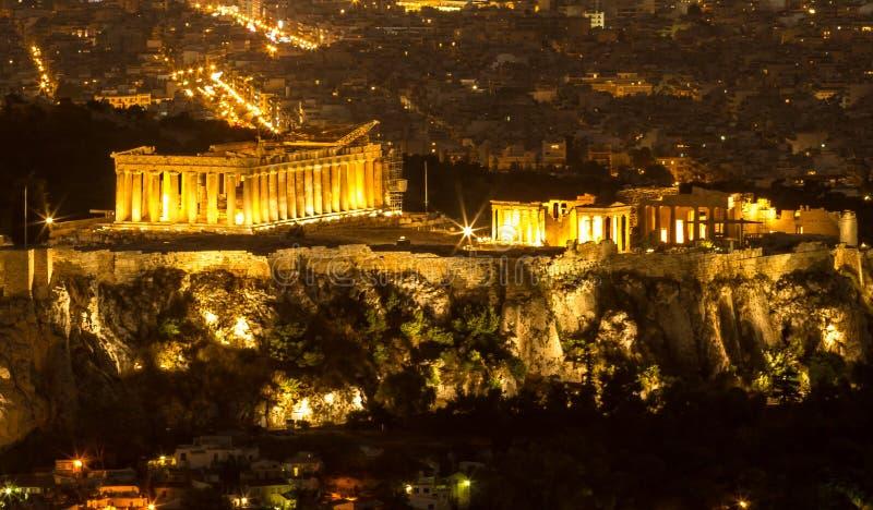 Akropol vid natten, Aten, Grekland royaltyfria foton