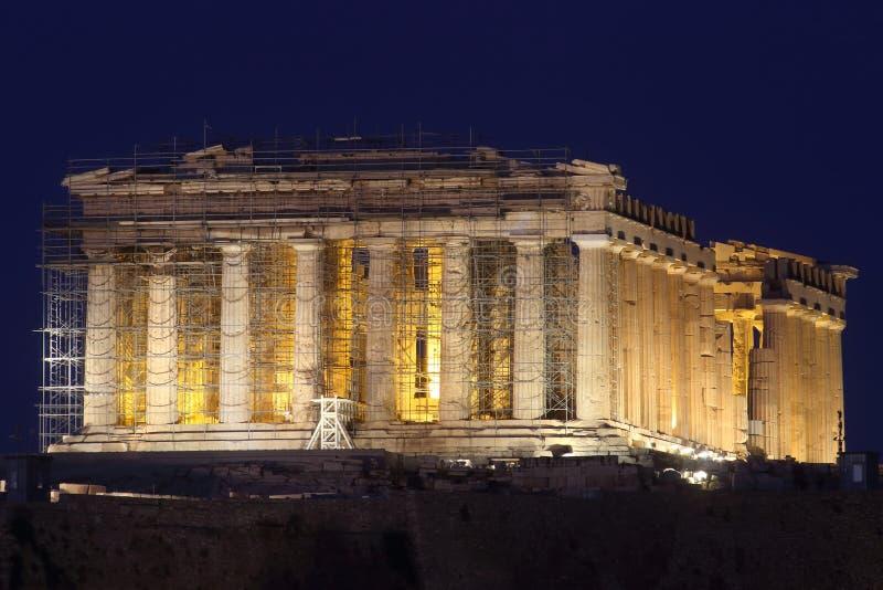 Akropolen av AtenUnesco-arvet med parthenonen exponerad på natten arkivbild
