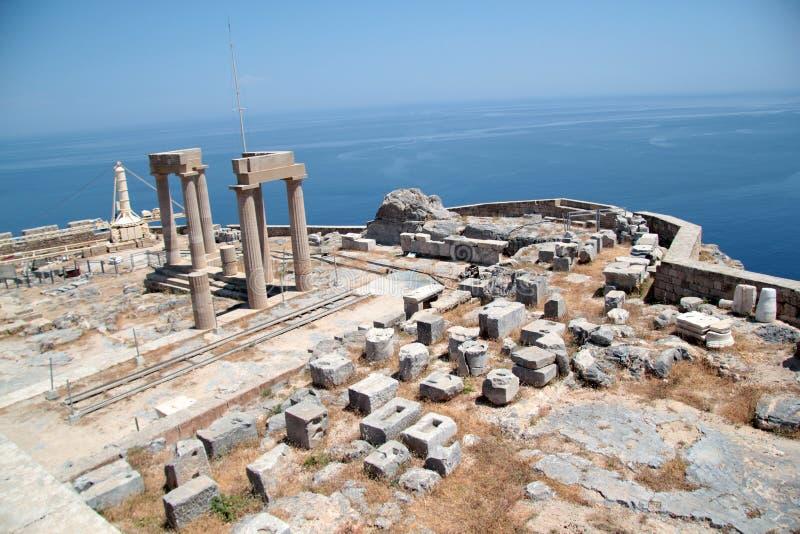 Akropolen på ön av Lindos royaltyfri foto