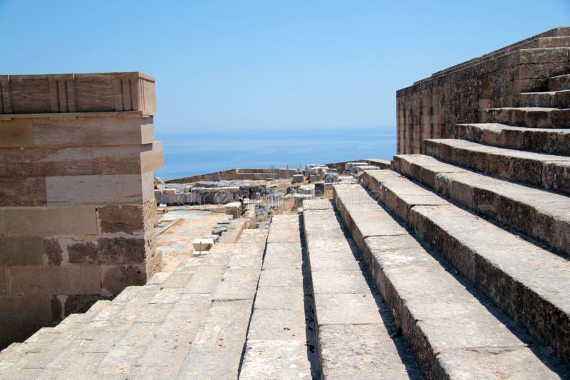 Akropolen på ön av Lindos royaltyfri fotografi