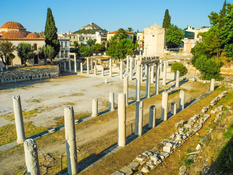 akropolu agory Athens zamknięta hadrian biblioteczna rzymska s strona widok obraz stock