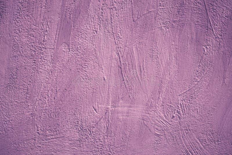 Akryl målad vägg Purpurf?rgad bakgrund Abstrakt rosa f?rg m?nstrar Idérikt violett kort i modern stil Riden ut mall, grunge b royaltyfria bilder