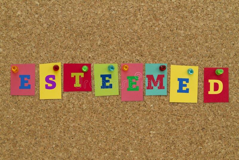 Aktat ord som är skriftligt på färgrika anmärkningar arkivfoto