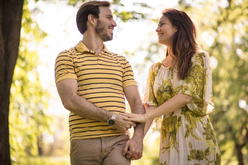 Aktieförälskelse med din partner varje ögonblick arkivbild