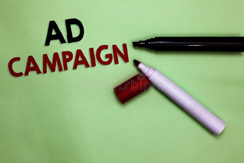 Aktion för annons för textteckenvisning Begreppsmässig fotobefordran av den specifika produkten eller service till och med öppen  vektor illustrationer
