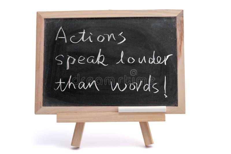 Aktionen sprechen lauteres als Wörter stockbilder