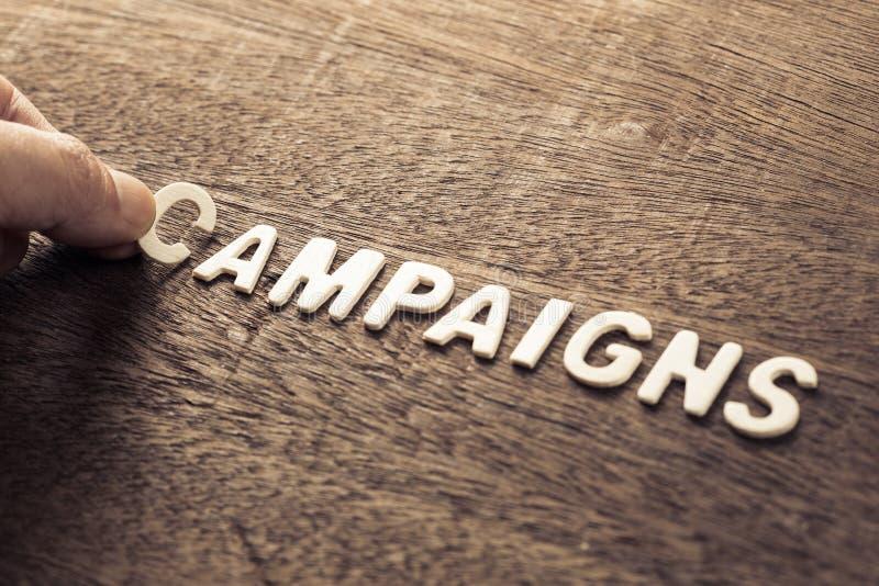 Aktioner uttrycker för marknadsföring fotografering för bildbyråer