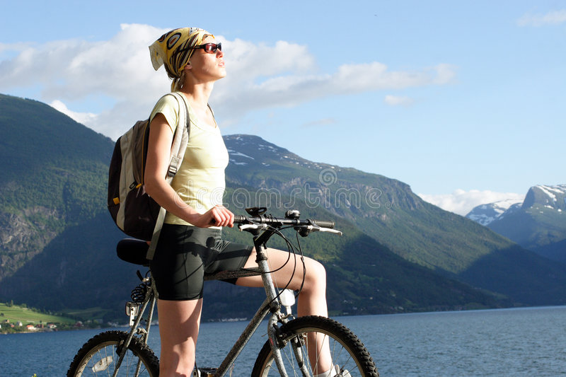 aktiv bergkvinna för cykel 30ties