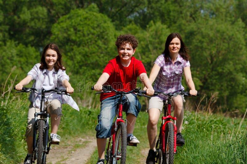 aktiv familj fotografering för bildbyråer