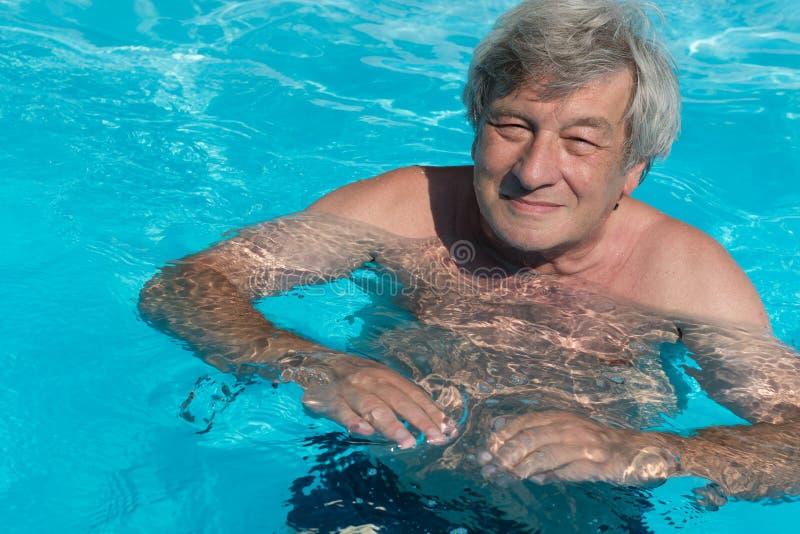 Aktiv hög simning royaltyfri bild