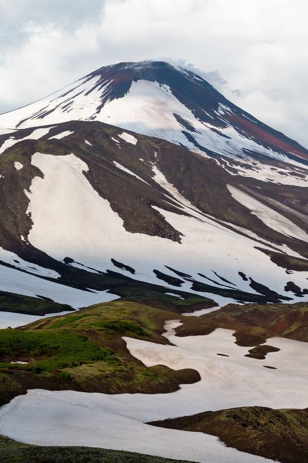 Aktiv vulkan för Avachinskaya sopka- i Kamchatka arkivbilder