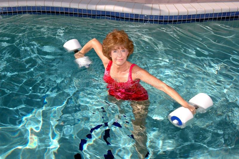 Aktive ältere Frau lizenzfreie stockbilder