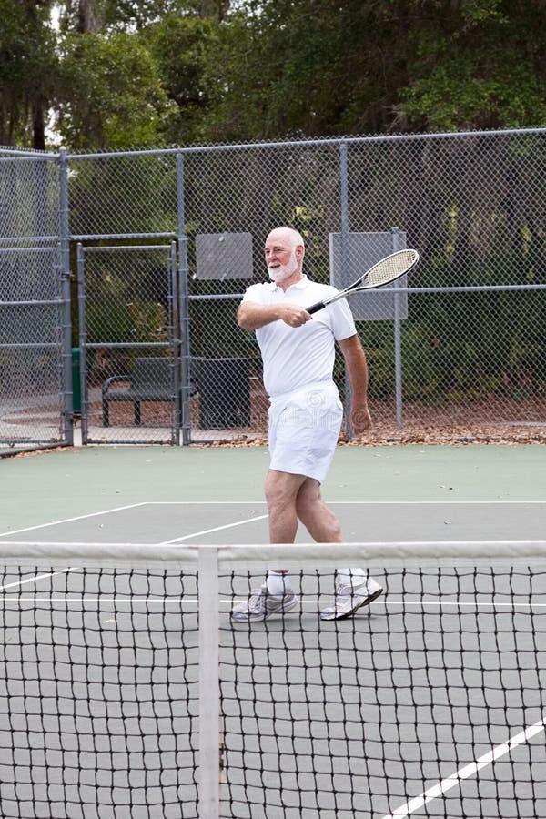 Aktiver älterer Mann - Tennis stockfotos