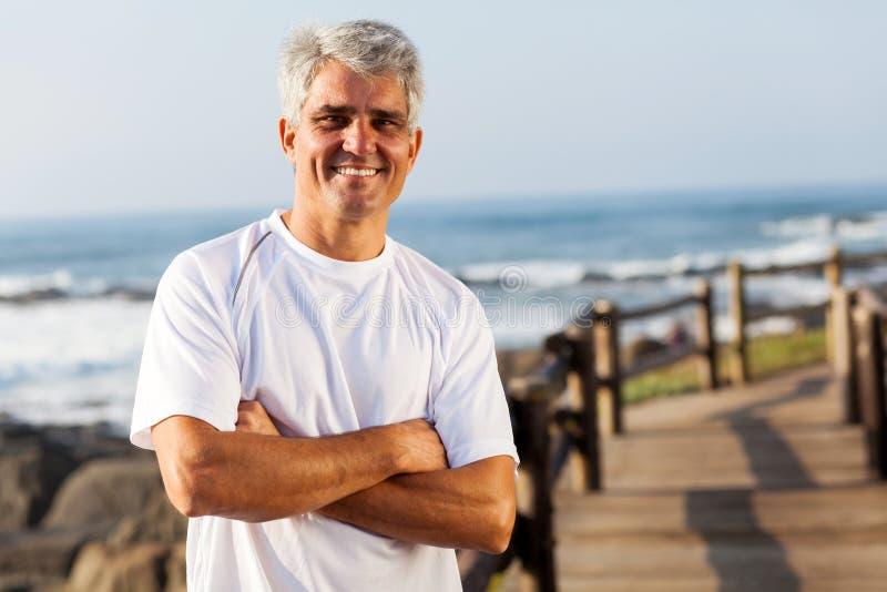 Aktiver mittlerer Altersmann lizenzfreies stockfoto
