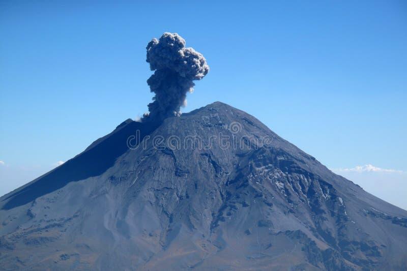 Aktiver Popocatepetl-Vulkan in Mexiko lizenzfreies stockbild