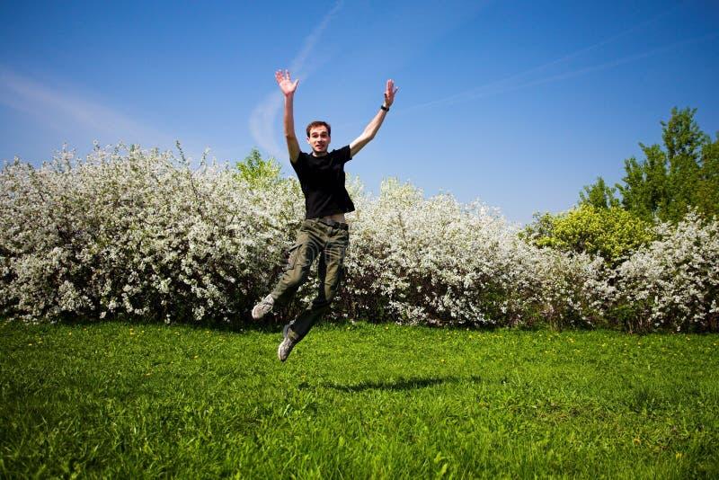 Aktiver springender Mann lizenzfreies stockbild
