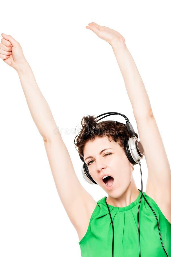 aktives nettes Frauentanzen mit den Kopfhörern lokalisiert stockfotografie