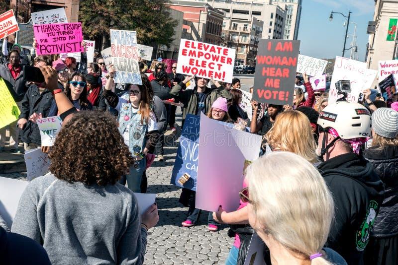Aktivisten bei 2018 Frauen ` s März lizenzfreies stockfoto