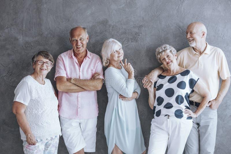 Aktivt pensionärmodemeddelande royaltyfria bilder