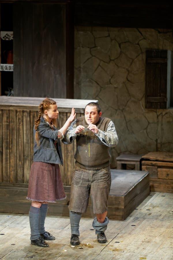 Aktorzy a.Basova i v.Karpenko na scenie Taganka Theatre obrazy stock