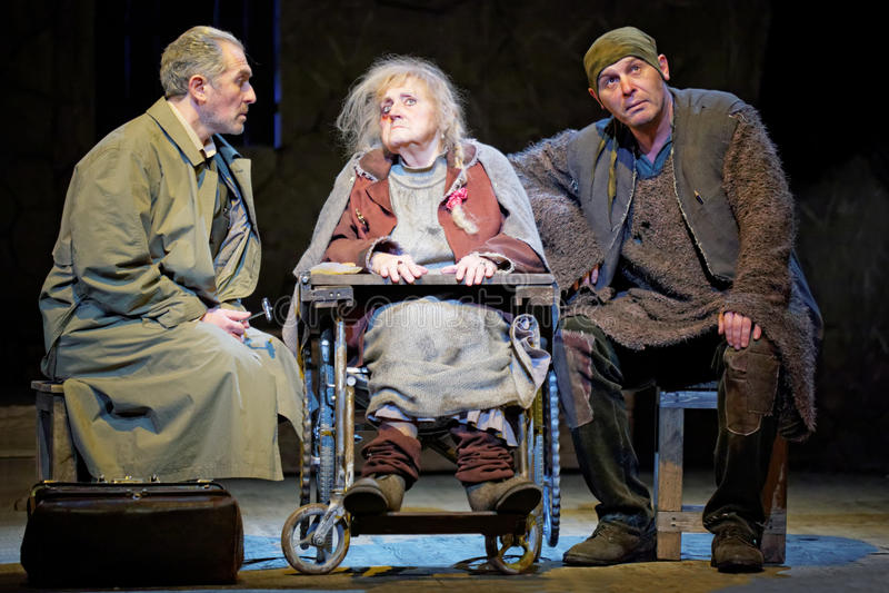 Aktorzy m.Politsemaiko, i.Pekhovych i s.Trifonov na scenie, obrazy royalty free