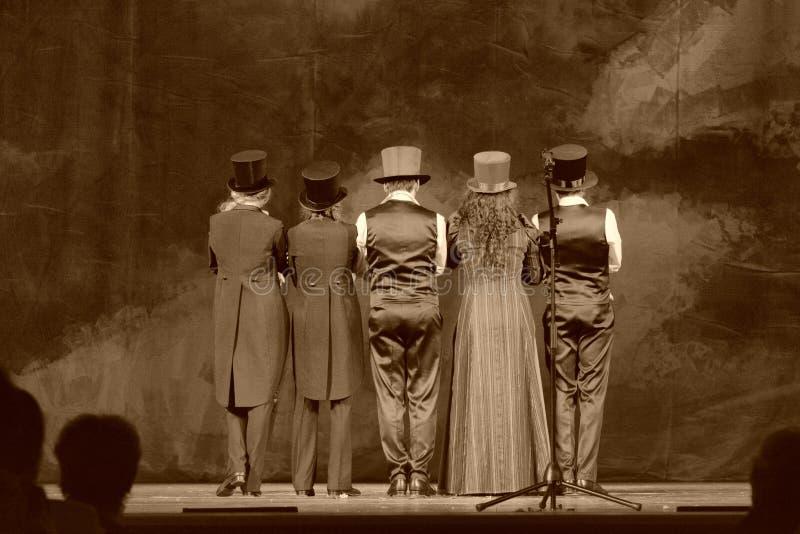 Aktorzy na scenie theatre obraz stock