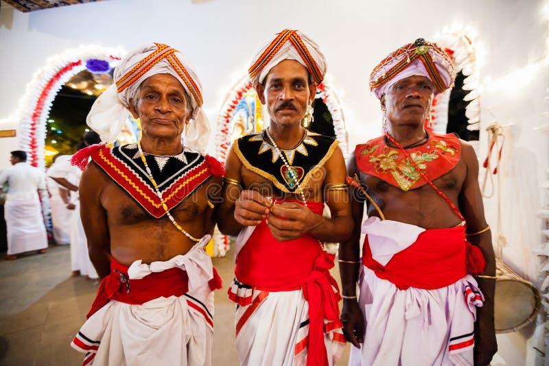 Aktorzy ubierają up dla Kandy Esala Perahera obrazy royalty free