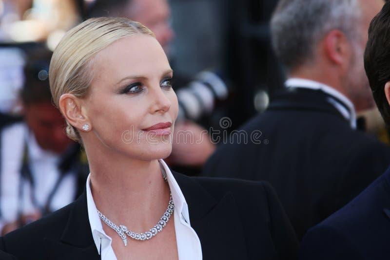 Aktrins Charlize Theron deltar i ` den sista framsida`en, royaltyfria bilder