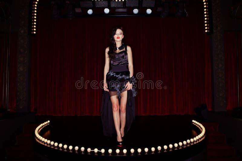Aktris på etappkabareten royaltyfria bilder