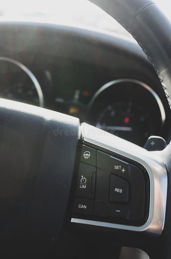 Aktualna prędkości ograniczenia kontrola w samochodach zdjęcia royalty free