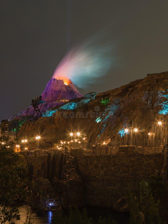 Aktuell konstgjord vulkan fotografering för bildbyråer