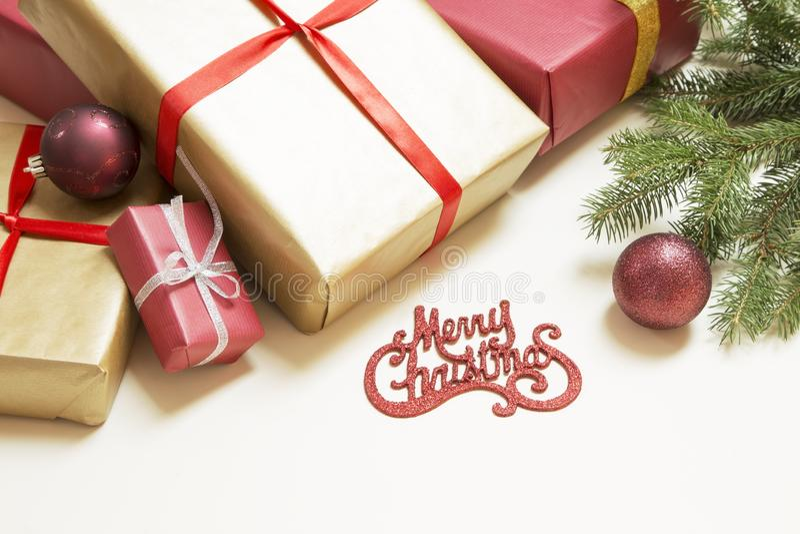 aktuell weihnachtspakete f?r jul arkivfoton