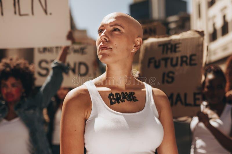 Aktywista demonstruje kobiety męstwo zdjęcia stock