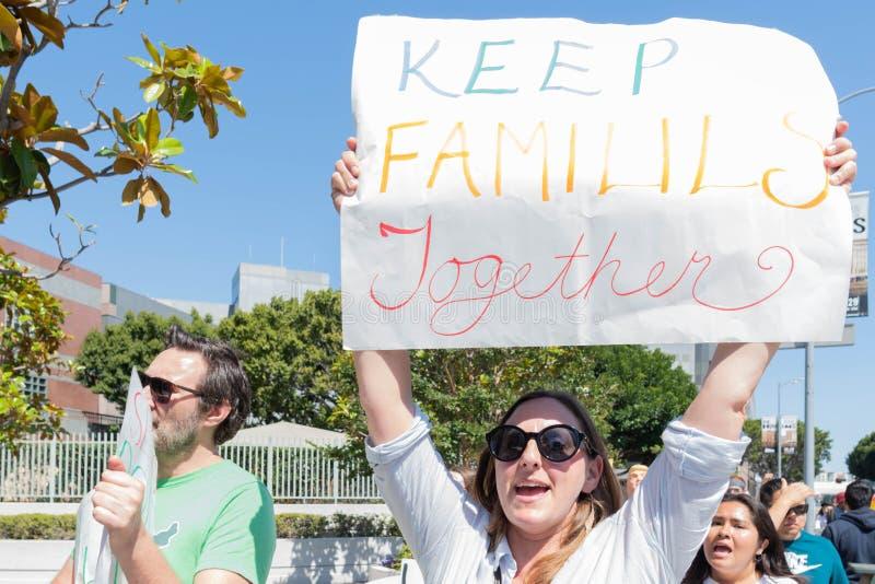 Aktywista trzyma znaka zdjęcia royalty free