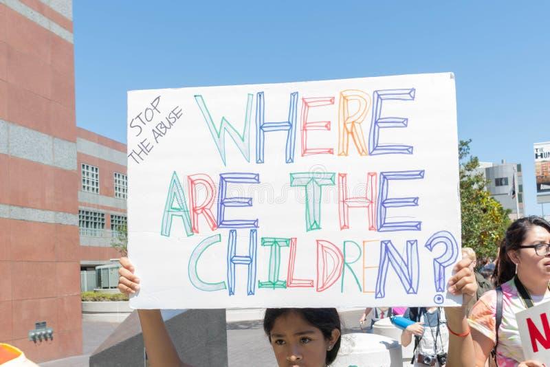 Aktywista trzyma znaka który mówi, obrazy stock