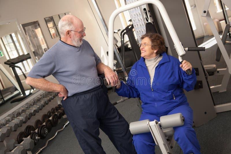 Aktywna Starsza Dorosła para Pracująca w Gym Out Wpólnie obraz stock
