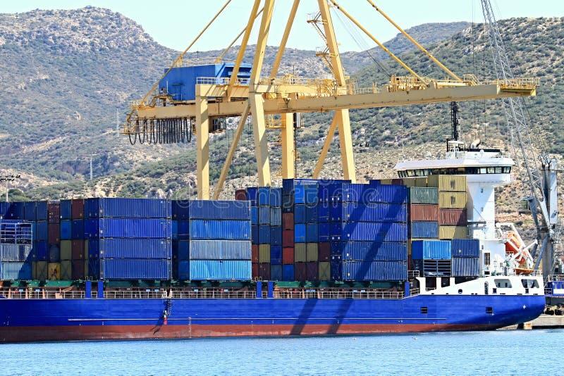Download Aktywność ładunku Hamburg Portu Statek Zdjęcie Stock - Obraz złożonej z zbiornik, city: 53781232