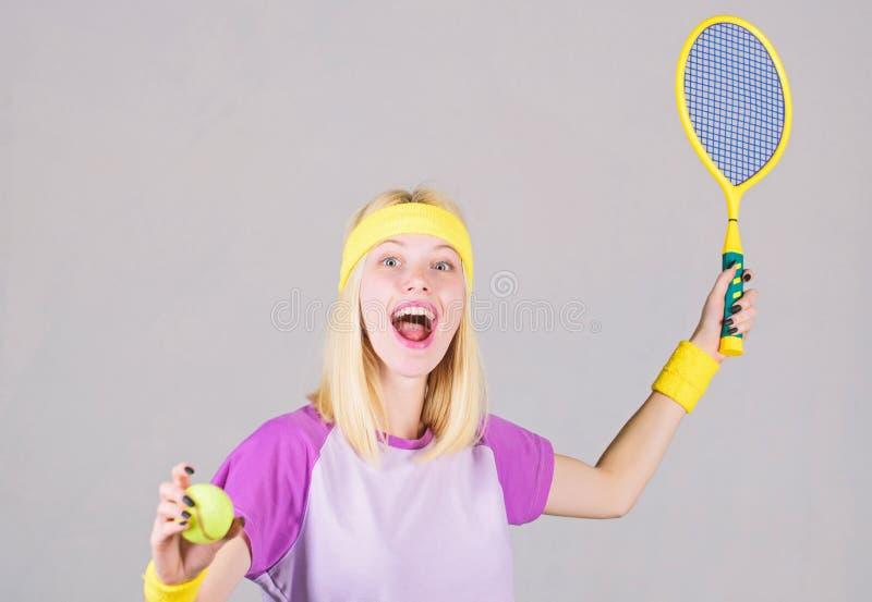 Aktywny czas wolny i hobby Dziewczyna napadu schudni?cia blondynki sztuki tenis Sport dla utrzymywa? zdrowie aktywny tryb ?ycia K fotografia stock