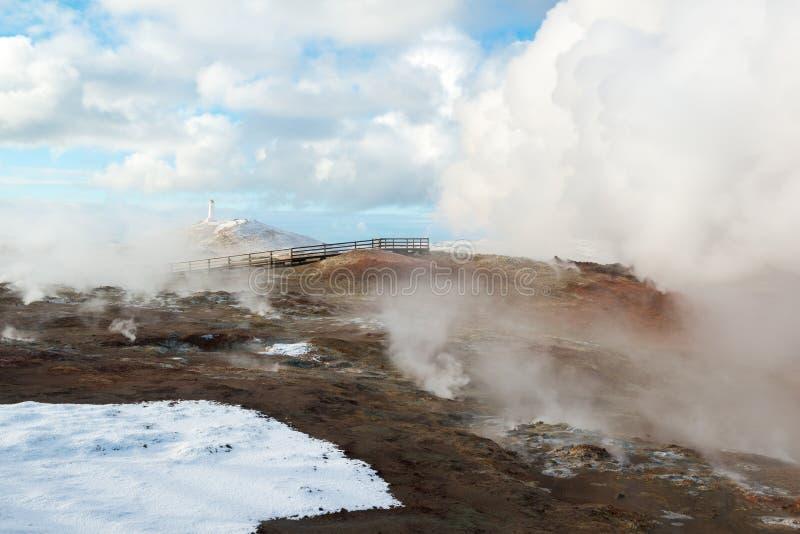 Aktywny geotermiczny teren Gunnuhver i latarnia morska przy zimą, Reykjanes półwysep, Iceland fotografia royalty free