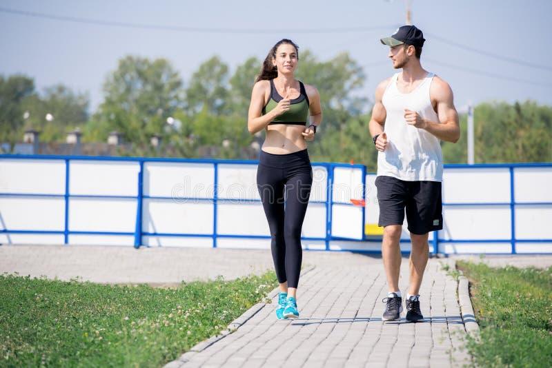 Aktywny potomstwo pary Jogging zdjęcie royalty free