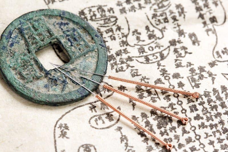 Akupunktur igły i stara medycyny książka obraz royalty free