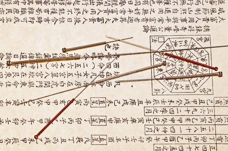 Akupunkturnadeln lizenzfreie stockbilder