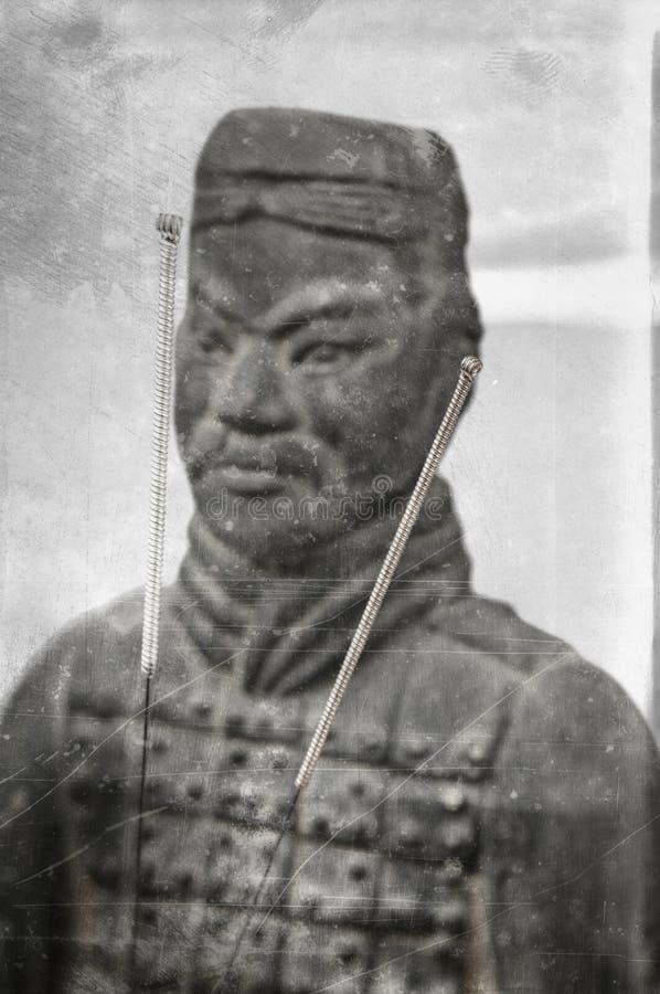 Akupunkturnadeln mit chinesischem Soldaten stockbilder
