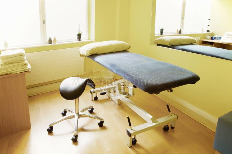 akupunktury masażu fizjoterapii pokoju traktowanie zdjęcie stock