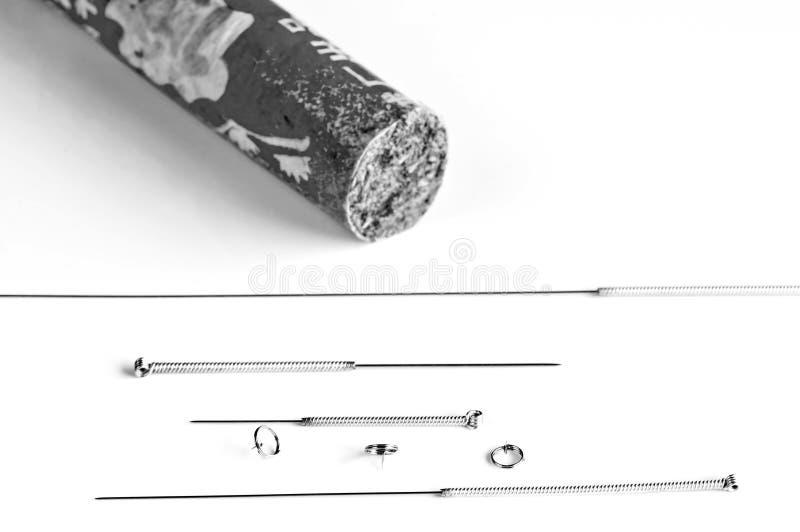 Akupunktury moxibustion i igły zdjęcia royalty free